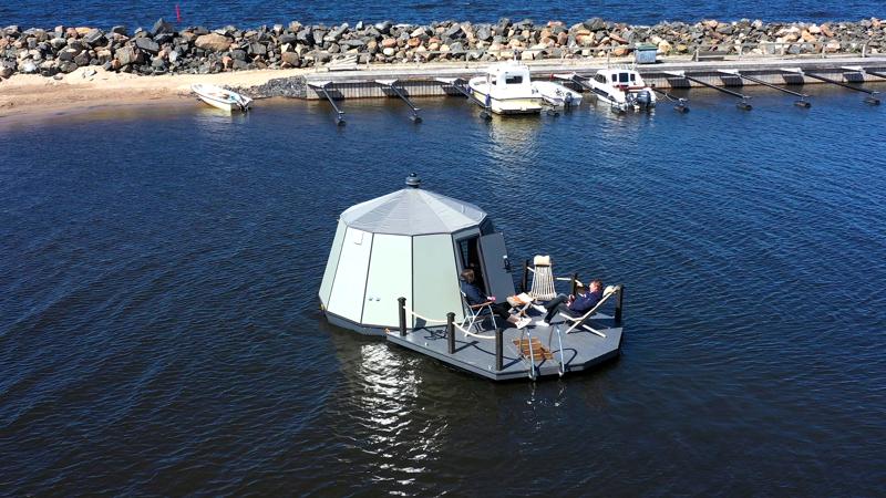 Meri-iglut ovat Kalajoen uusin matkailuhitti, joiden uskotaan houkuttelevan paitsi koronan säikäyttämiä suomalaisturisteja, myös ulkomaisia elämysten etsijöitä.