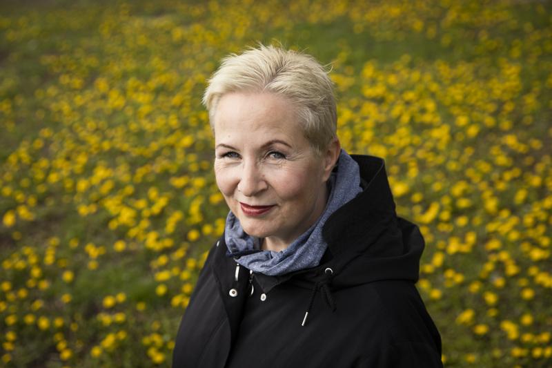 Suvi-Anne Siimes kannattaa työperäistä maahanmuuttoa. Tilastojen perusteella työluvan kautta muuttaneiden työllisyys säilyy hyvänä pitkään, osittain kantaväestöä parempana.