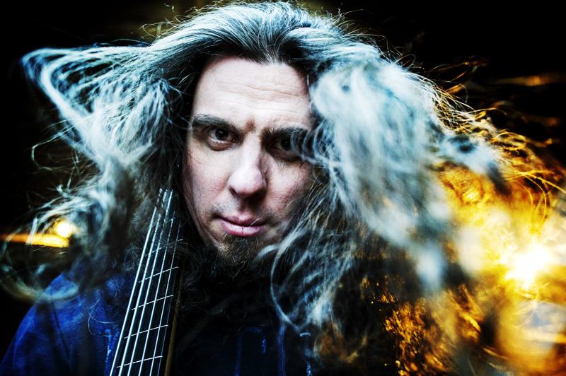 Sonata Arctica pistäytyi Kokkolassa viikonloppuna striimattavalla keikalla. Kuvassa yhtyeen basisti Pasi Kauppinen.