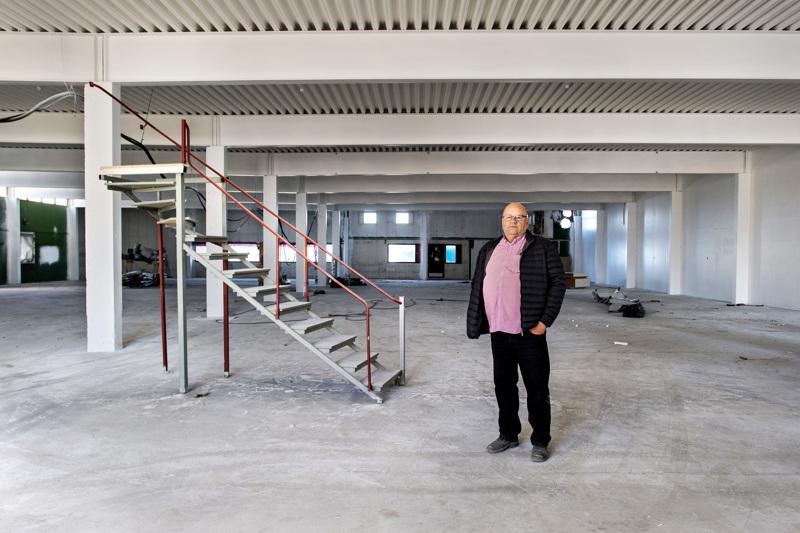 Kokkolalainen kiinteistö- ja rakennusalan yrittäjä ja liikemies Leif Häggblom kunnostaa Rukan entistä vaatetustehdasta moderniksi liikekeskukseksi.