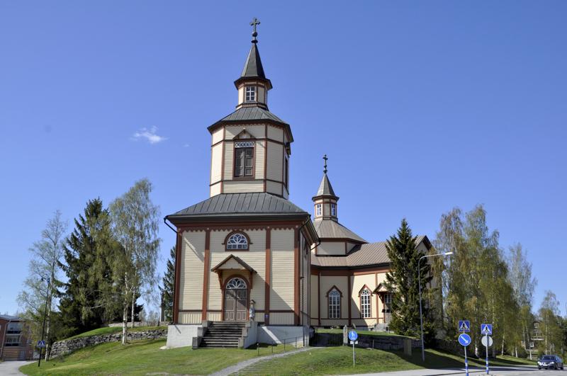 Kannuksen kirkossa on kesäkuussa ennätysmäärä konfirmaatiotilaisuuksia.