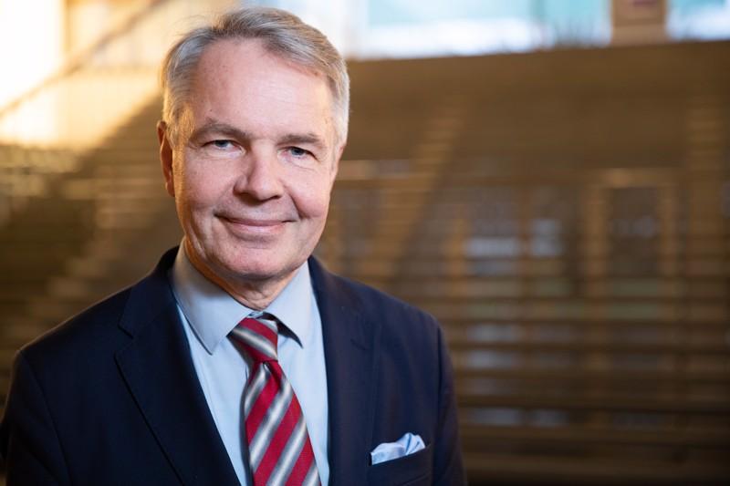 Ulkoministeri Pekka Haaviston (vihr.) johtama ulkoministeriö tiedottaa al-Holin leiriltä kotiutettavien suomalaisten tilanteesta myöhemmin sunnuntaina.