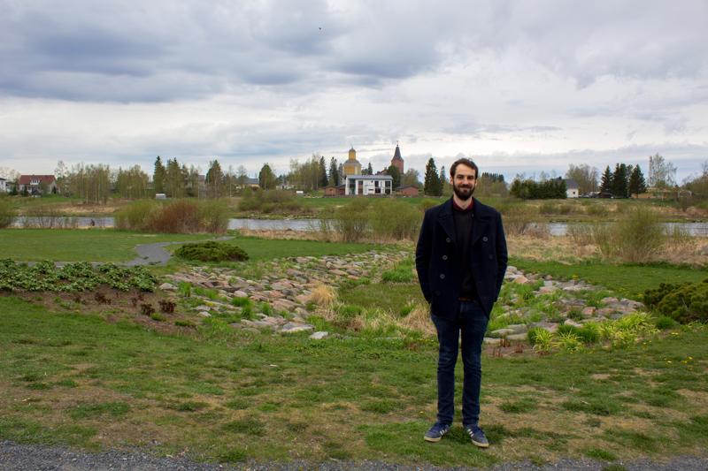 Lempipaikkansa Kalajoella Adrian kertoo olevan Kalajoen varrella. Hän on mieltynyt vanhoihin, historiallisiin rakennuksiin, ja pitää sen vuoksi Kalajoen kirkolle avautuvasta maisemasta kovasti.