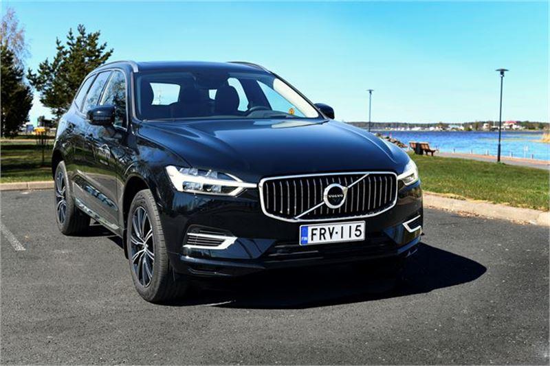 Uusi Volvo XC60 kuvattuna Kokkolan Meripuistossa.
