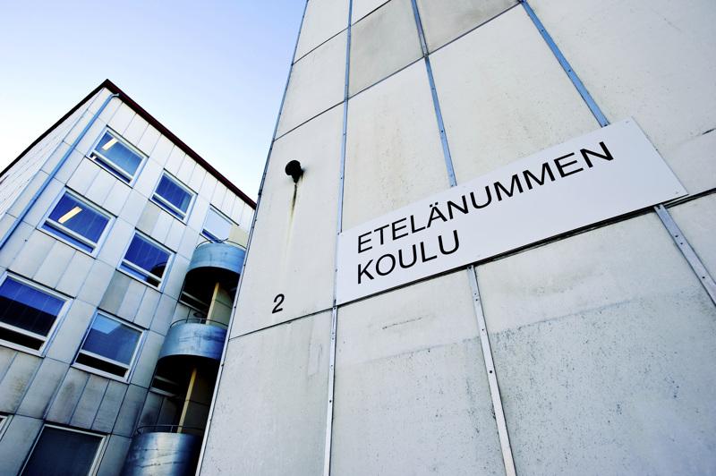 Etelänummen koulu on keskeisessä roolissa, kun Pietarsaaren kouluverkosta päätetään. Tälle keväälle aiottu päätös siirtyy nyt vähintään syksyyn.