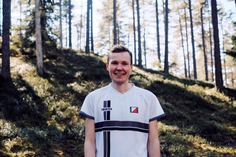 Jooseppi Kalliokoski opiskelee ja harjoittelee Ruotsissa. Lajina on suunnistus.