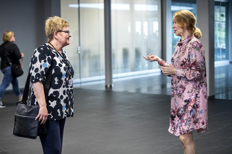 Soiten valtuuston kokous ei päästänyt helpolla toimitusjohtaja Minna Korkiakoski-Västia, puheenjohtaja Sari Innanen nuiji kokouksen usealle kokoustauolle.