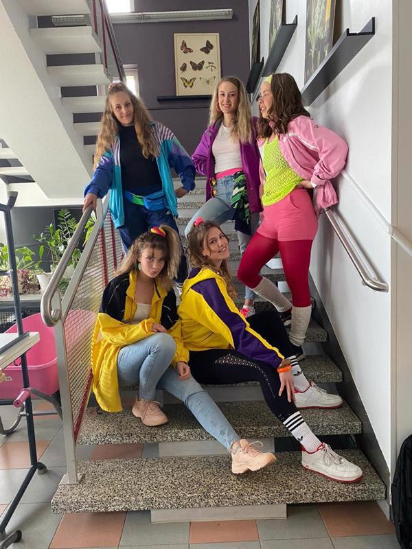 Yhdeksäsluokkalaisten peruskoulutaival päättyi pukeutumisviikkoon.