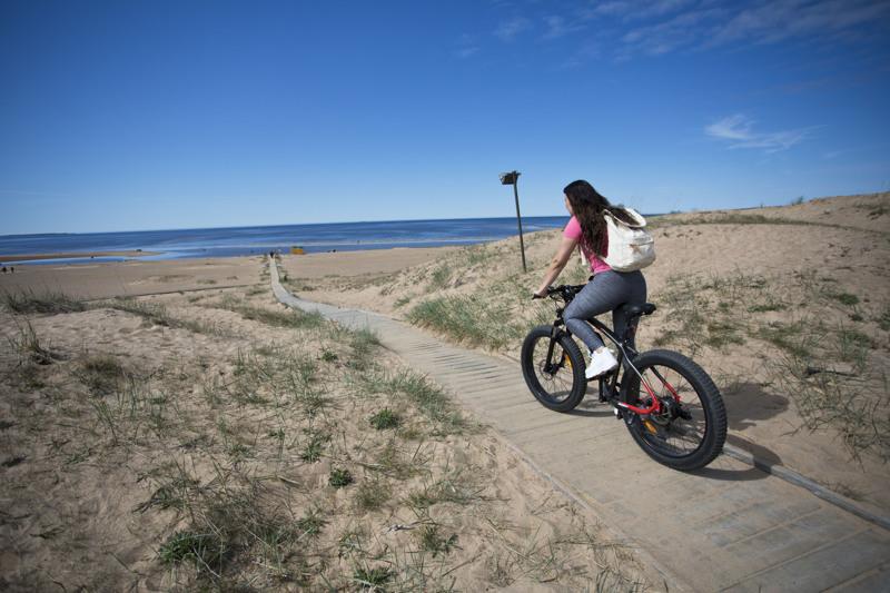Läskipyörällä on helppo liikkua Kalajoen maisemissa.