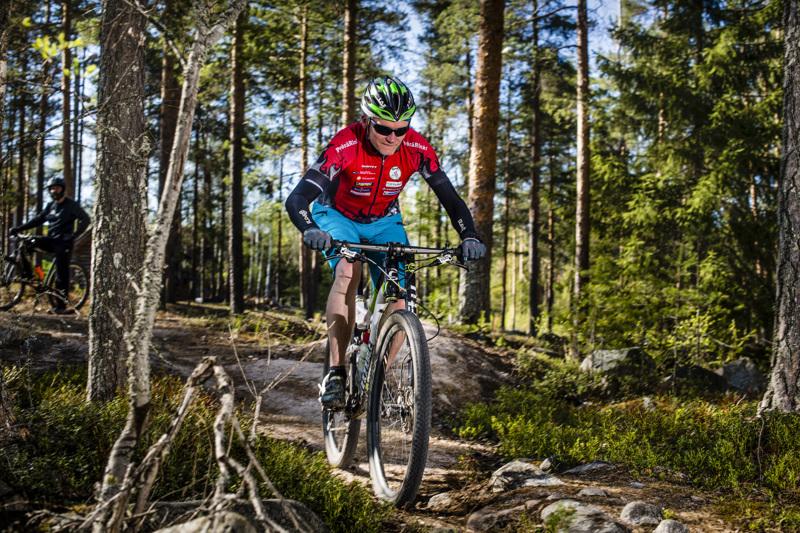 Jukka Kivirinta kertoo, että maastopyöräilyn suosio on kasvanut Suomessa 2000-luvun alusta lähtien. Viimeisin buusti tuli sähkömaastopyörien myötä.