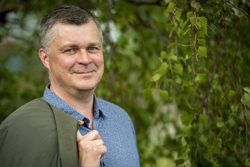 Olli-Matti Airiola ylennetään majuriksi. Kokkolalainen Airiola tunnetaan myös Kipin toimitusjohtajana.