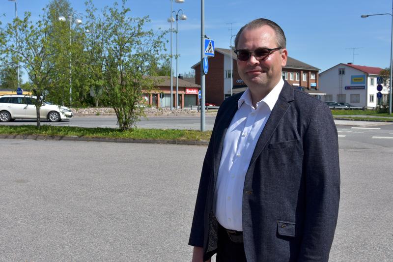 Jussi Niinistö kävi kesäkuun alussa Kannuksessa luottamushenkilöiden haastateltavana kaupunginjohtajan viranhakuun liittyen.