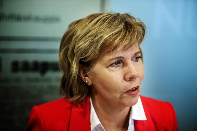 Hallitus ei ole menossa nurin Katri Kulmunin erottua valtiovarainministerin tehtävistä, kommentoi RKP:n Anna-Maja Henriksson.