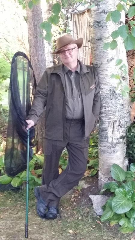 """""""Hyttysguru"""" Reima Leinonen ei ennusta hyttysten määrää. Hän seuraa kesän tuloa ja säätä: kuivana keväänä on vähemmän hyttysiä kuin kosteana."""