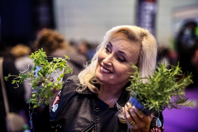 Sonja Lumme on ollut aiemmilla messuilla vinkkejä jakamassa muun muassa yrttiviljelyyn. (arkistokuva)