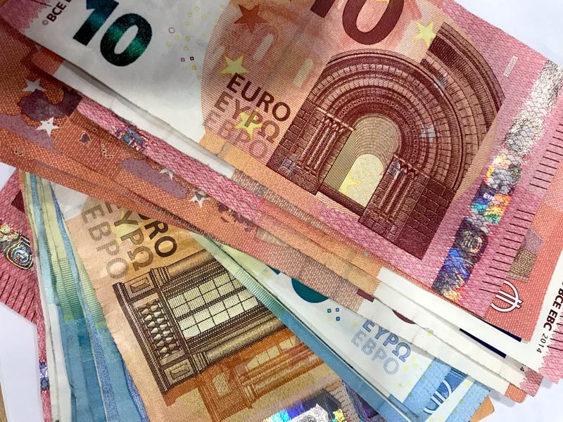 Kunnallisverotulojen viivästymisen perusteella kunnille korvataan yhteensä 422 miljoonaa euroa, yhteisöverotulojen 45 miljoonaa euroa ja kiinteistöverotulojen 80 miljoonaa euroa.