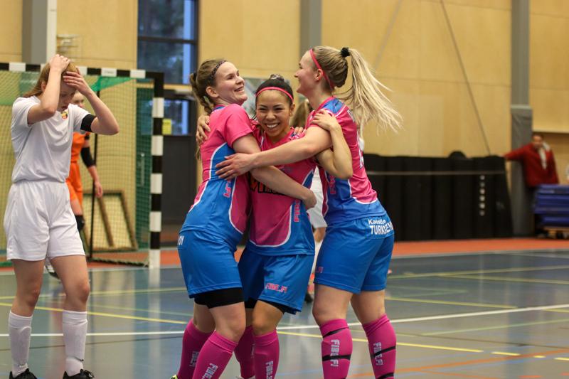 KP-Vedun pinkkipaidat pääsevät juhlimaan ensi kaudella Futsal-Liigassa.