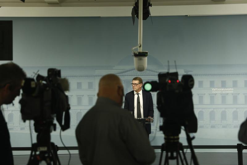 Matti Vanhanen (kesk.) piti ensimmäisen tiedotustilaisuutensa valtiovarainministerinä Valtioneuvoston linnassa tiistaiaamuna.