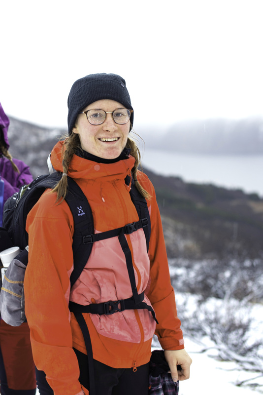 Onnea! Impi Häggman vaeltamassa Norjassa Husfjell-vuorella.