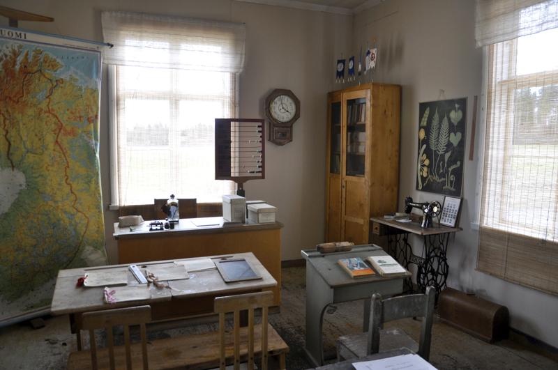 Nostalgiaa yhdelle, historiaa toiselle. Häkkilän museon tunnelmallisessa kouluhuoneessa näkyy talon menneisyys kansakouluna. Museoon voi tutustua sopimuksen mukaan.