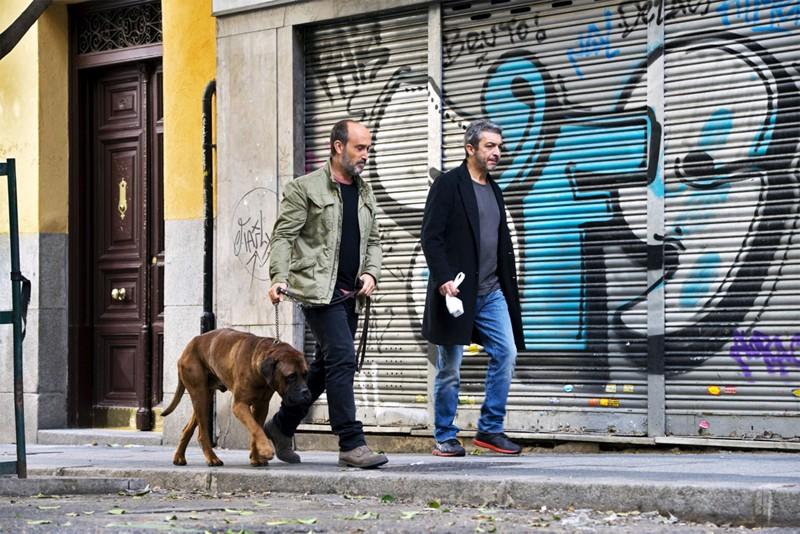 Ystävykset, espanjalainen Tomás (Javier Cámara) ja argentiinalainen Julián (Ricardo Darín), tapaavat Madridissa viimeistä kertaa.