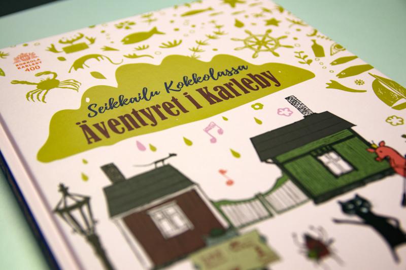 """Kirja on tekstitetty kaksikieliseksi, ja kirjassa pääsee nauttimaan Kokkola-ruotsista eli """"grundsprååtjia""""."""