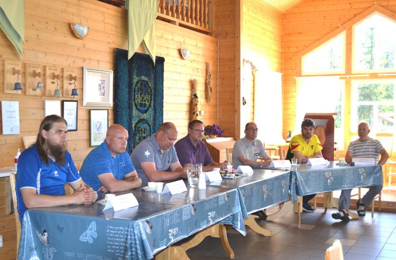 Kuvassa vasemmalta; Esa Ryynänen, Sami Laukkanen, Hannu Koivusalo, Tapani Parm, Juha Torvikoski, Pekka Laajalahti ja Reijo Pennanen.
