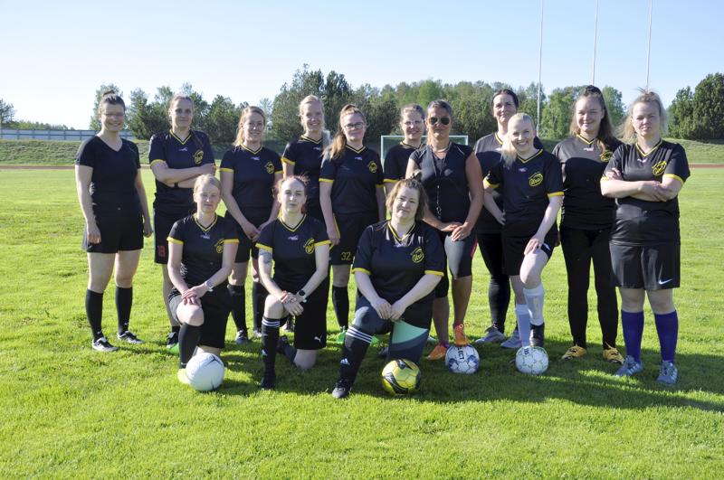 LadyFutis-joukkue. Naiset ovat pelanneet yhdessä helmikuusta lähtien.