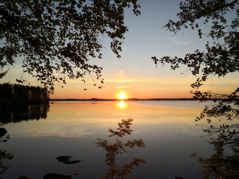 Auringonlasku Vehkajärvellä Padasjoella.