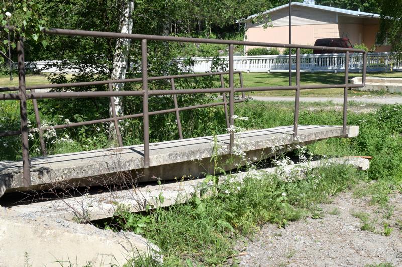 Vanha kanaalisilta poistettiin toissa viikolla, se myytiin naapurikuntaan.