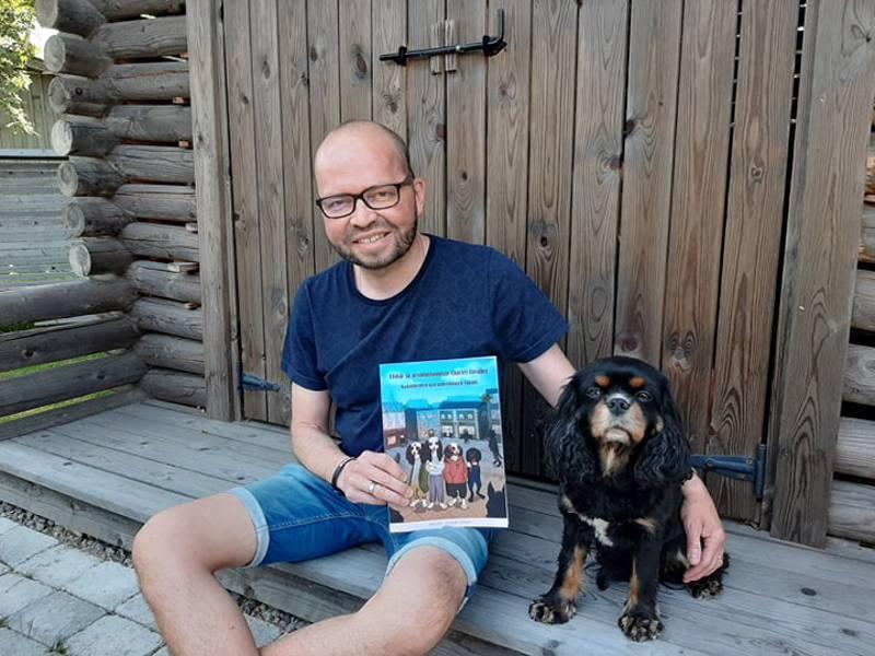Jari Löf koiransa Klaran kanssa.