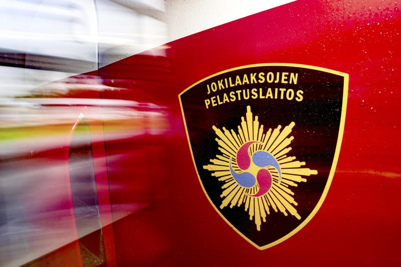 Jokilaaksojen pelastuslaitos kävi lauantai-iltana tarkistamassa liikenneonnettomuuden Haapavedentiellä Ylivieskassa.