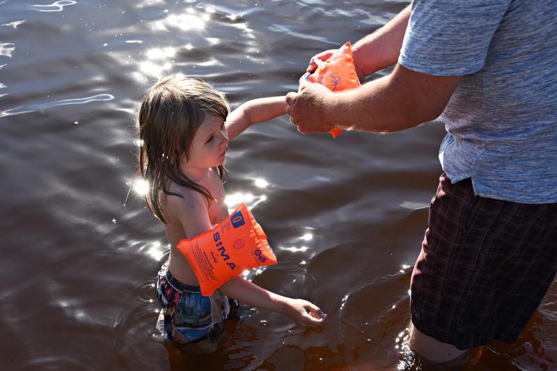Varmassa vara parempi, niin koko perhe voi turvallisin mielin nauttia veden raikkaudesta.