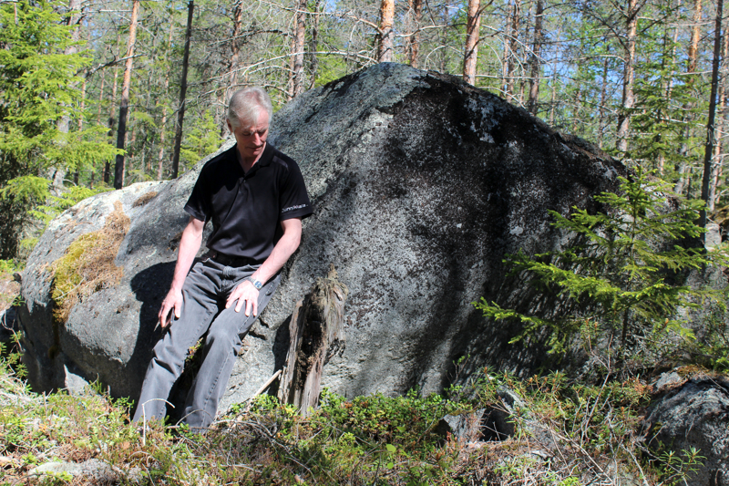 Lähellä Kivijärven metsäautotietä löytyy vielä mustuneita jäänteitä Kalajoen suuresta metsäpalosta. 50 vuotta sitten Matti Gronoffin isän metsää paloi 47 hehtaaria. Alueelle kylvettiin uudet siemenet hankikylvönä heti seuraavana kevättalvena, ja nykyään alueella kasvaa komea puusto.