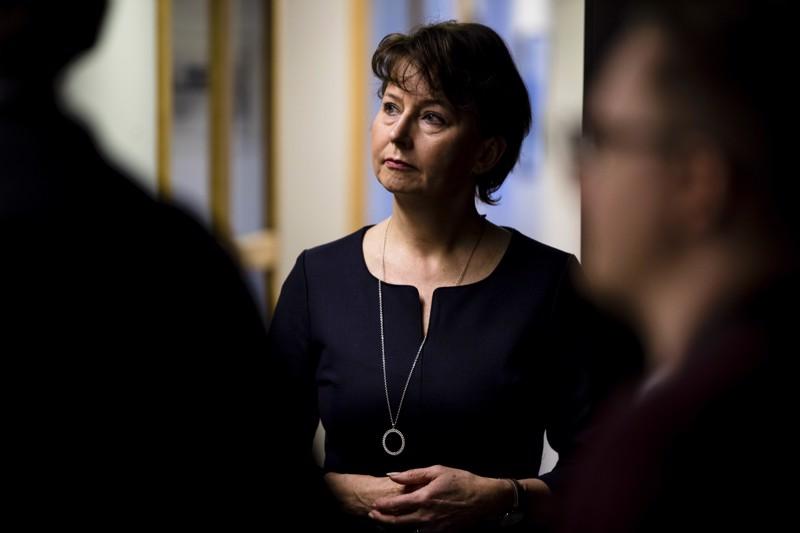 Valtakunnansyyttäjä Raija Toiviaista on arvosteltu hänen otettuaan kantaa Juha Mäenpään tapaukseen vielä syyteluvan kaatumisen jälkeen.