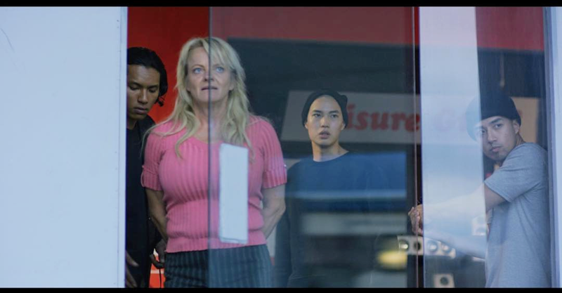 Virpi Crane näyttelee panttivankia elokuvassa A Clear Shot.