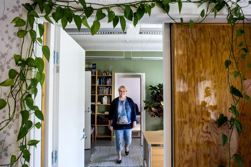 Sievin kirkkoherra Anita Leppälä on tukenut aina seksuaalivähemmistöjä Hän julkisti vihkimistekonsa itse.