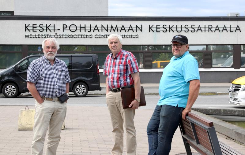 Henrik Huhta, Tapani Myllymäki ja Carl-Johan Enroth pelkäävät Kruunupyyn siirtyvän Pietarsaaren, Vaasan ja Turun sote-palveluiden piiriin.