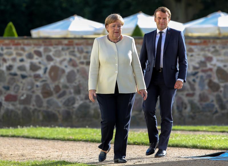 Saksan liittokansleri Angela Merkel ja Ranskan presidentti Emmanuel Macron neuvottelivat maanantaina 29. kesäkuuta Mesebergin linnassa Berliinin lähellä.