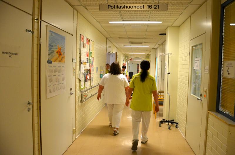 Oulaisten kaupunginhallitus on myöntänyt perusturvalle luvat sairaanhoitajan toimen ja terveyskeskulääkärin viran täyttämiselle Oulaisissa