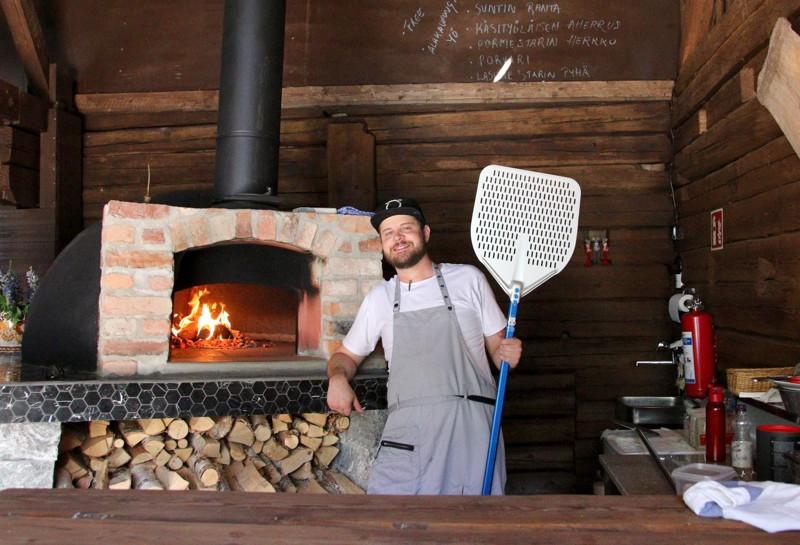 Pizzalistalta löytyy perinteisiä klassikoita, ja sitä päivitetään jatkuvasti asiakkaiden toiveita kuunnellen.