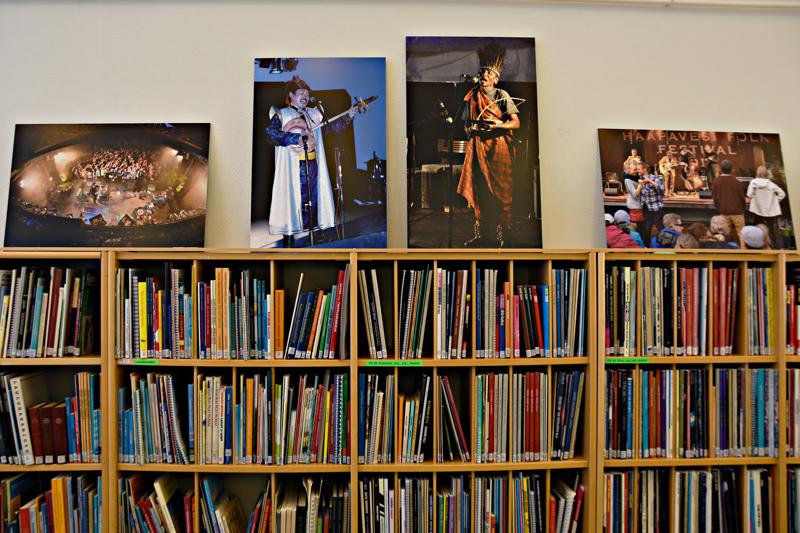 Kirjaston valokuvanäyttely esittelee makupaloja Folkien historiasta aivan ensimmäisistä vuosista alkaen.