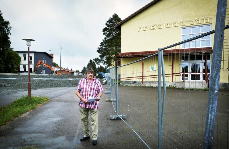 Ståhlnergin koululle joudutaan rakentamaan väistötilat koulun sisäilmaongelmien vuoksi.  Haapajärvinen kaupunginvaltuutettu Matti Viitala olisi tilannut väistörakennukset avoimella tarjouskilpailulla.