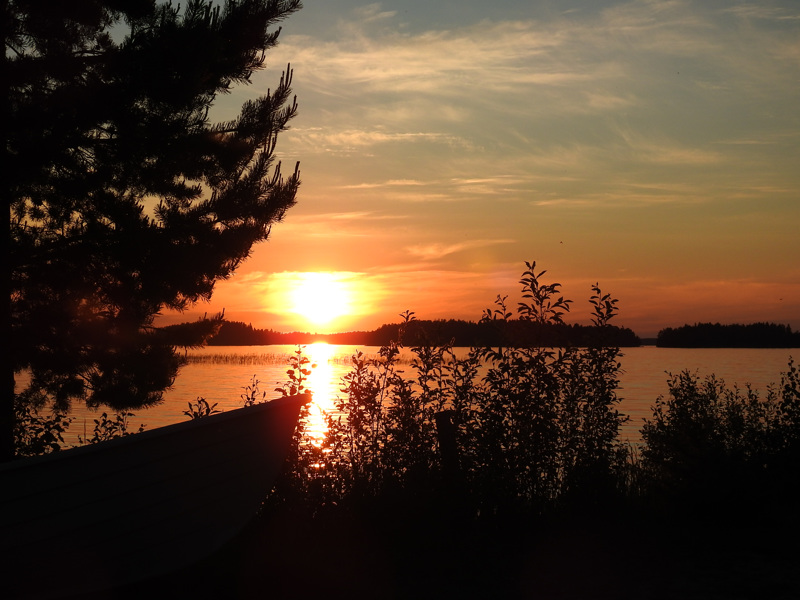 Lestijärvi yöttömässä yössä.