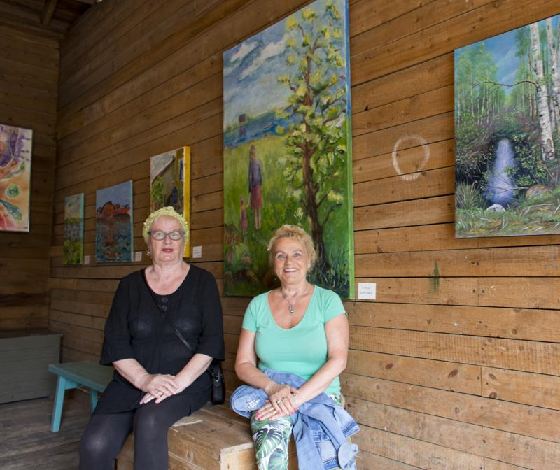 Havulan ympäristö on hieno paikka taidenäyttelylle, kertovat taiteilijat Maritta Lindberg ja Hilkka Isokääntä.