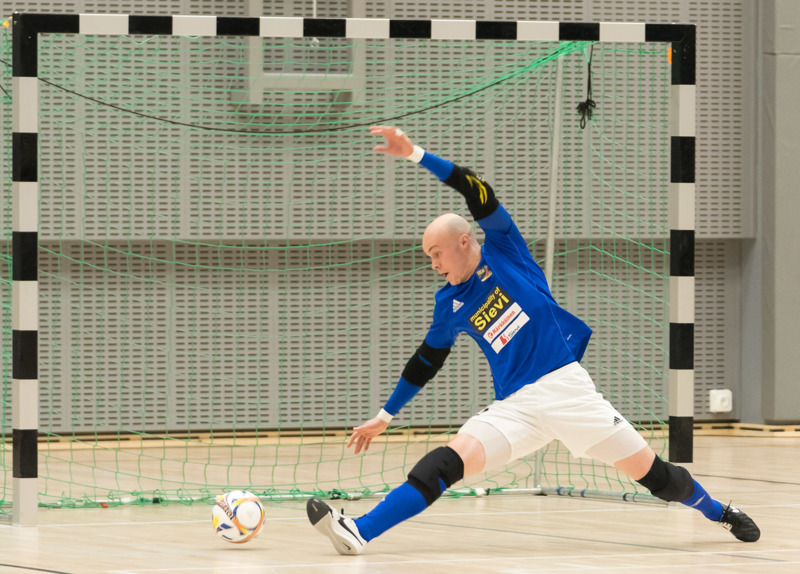 Miika Toivola nähdään Sievi FS:n maalilla myös tällä kaudella.