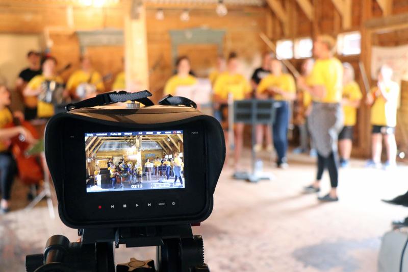 Näppärit kuvasivat maanantaina oman videonsa VirtuaaliKaustista varten Maunon makasiinilla.