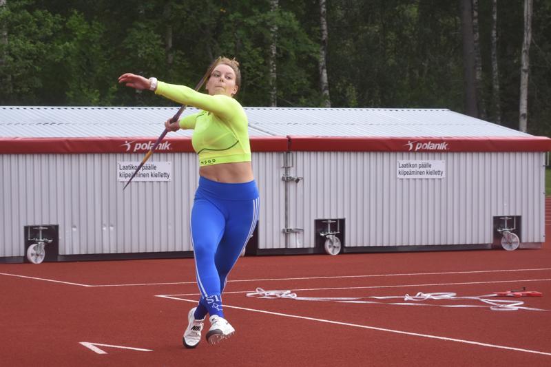 Gamlakarleby IF:n Minna Hollanti viskasi perjantai-iltana uuden ennätyksensä 52.78 Kokkolan Kirkonmäellä.