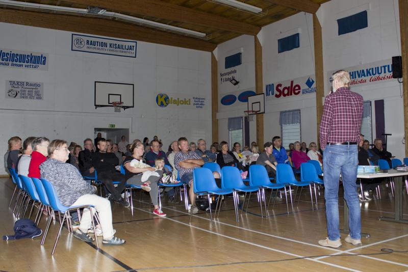 Keskustelutilaisuuden avasi Raution kyläyhdistyksen aktiivinen jäsen Alpo Murtoniemi. Tilaisuudessa oli läsnä noin 80 henkilöä.