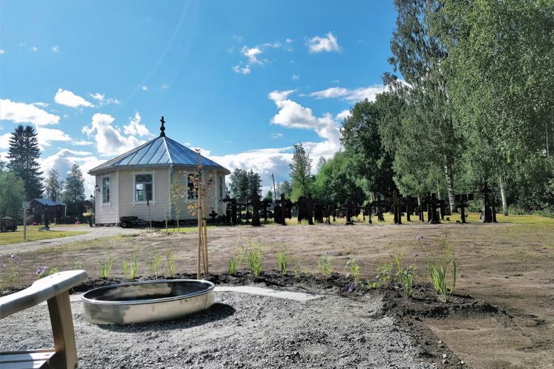 Ähtävän vanhalle hautausmaalle on valmistumassa uurnalehto. Seurakuntayhtymän hautausmaista uurnalehto puuttuu Ähtävän jälkeen enää Purmolta.